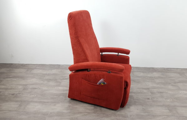 #162 – Sta-op stoel 570, 51cm. rood € 45,- per maand