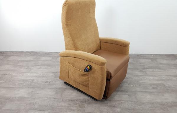 #217 – Sta-op stoel 570, 57cm breed. € 65,- per maand