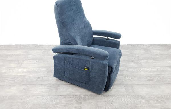 #246 – Sta-op stoel 571 blauw, smal-kuip-kyph. € 45,- per maand
