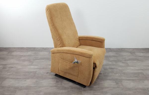 #387 – Sta-op stoel 570 zand. € 45,- per maand
