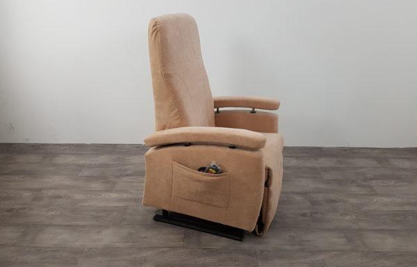 #024 – Sta-op stoel 570 beige. € 45,- per maand