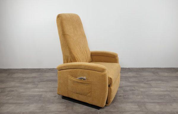 #006 – Sta-op stoel 570 zand-geel. € 45,- per maand.
