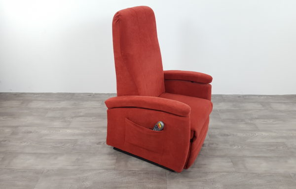 #108 – Sta-op stoel 570 rood. € 45,- per maand