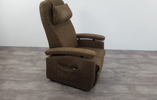 #224 – Sta-op stoel 570 bruin-patroon. € 45,- per maand