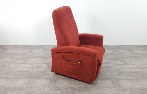 #232 – Sta-op stoel 571, 45cm breed. rood. € 45,- per maand