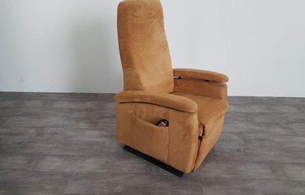 #254 – Sta-op stoel 570-45cm breed-camel. € 45,- per maand