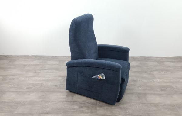 #267 – Sta-op stoel 571, 45cm breed. blauw. € 45,- per maand