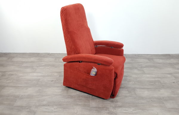 #409 – Sta-op stoel 570 rood kyph. € 45,- per maand