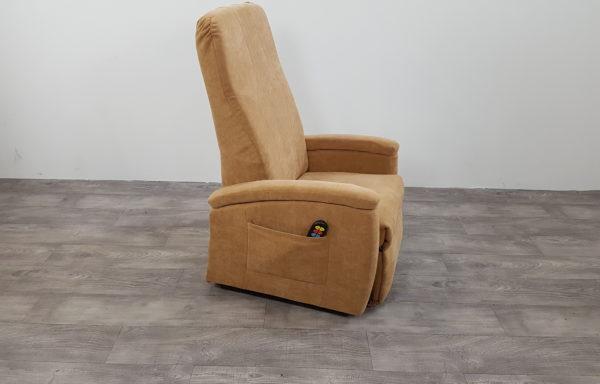 #508 – Sta-op stoel 570 zand met kyphoserug. € 45,- per maand