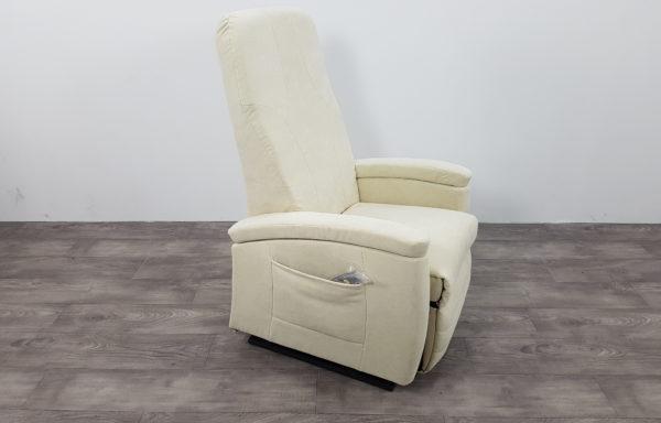 #424 – Sta-op stoel 570 roomwit € 45,- per maand