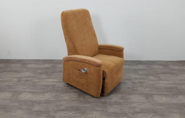 #428 – Sta-op stoel 570, 57cm breed. € 65,- per maand