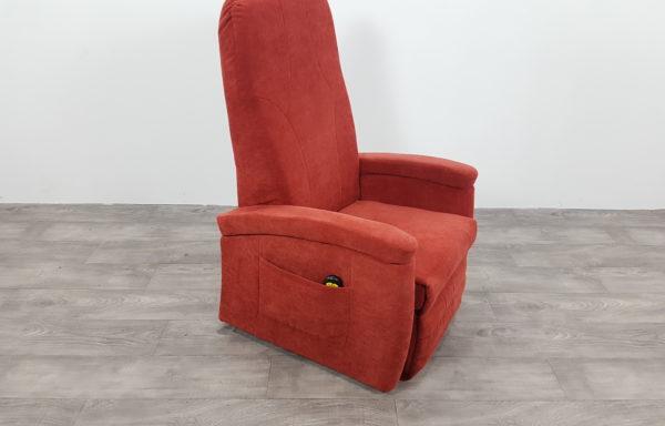 #012 – Sta-op stoel 570, 51cm breed rood € 45,- per maand