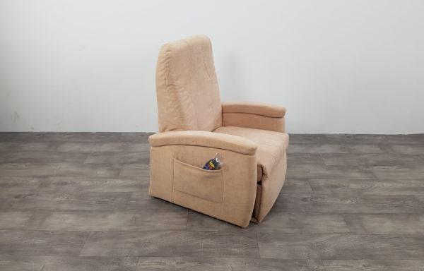 #435 – Sta-op stoel 570, 51cm lage rug, beige € 45,- per maand