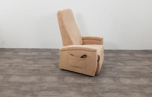 #437 – Sta-op stoel 570, 51cm. beige € 45,- per maand