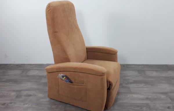 #439 – Sta-op stoel 570 zand, smal. € 45,- per maand