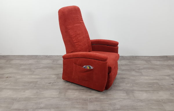 #440 – Sta-op stoel 570 rood € 45,- per maand