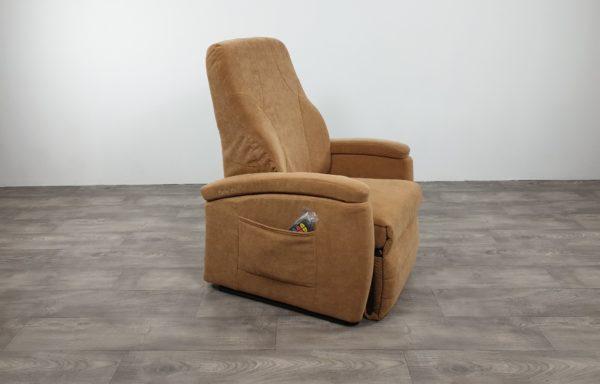 #538 – Sta-op stoel 571 zand, kuip met draaibaar zijpand. € 45,- per maand
