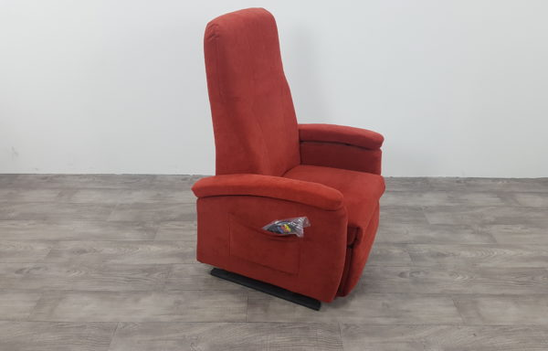 #153 – Sta-op stoel 570, 51cm breed rood € 45,- per maand