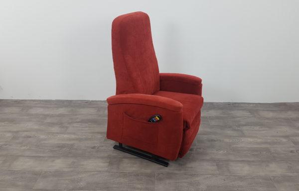 #247 – Sta-op stoel 570, 51cm breed rood € 45,- per maand