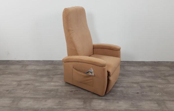 #257 – Sta-op stoel 570 creme, smal. € 45,- per maand
