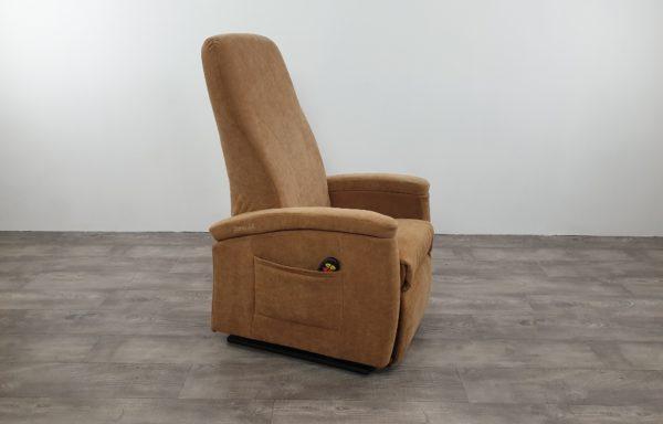 #040 – Sta-op stoel 570 zand, smal. € 45,- per maand