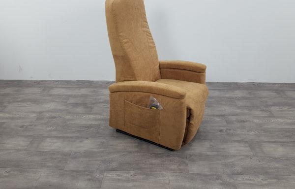 #452 – Sta-op stoel 570 zand, smal. € 45,- per maand