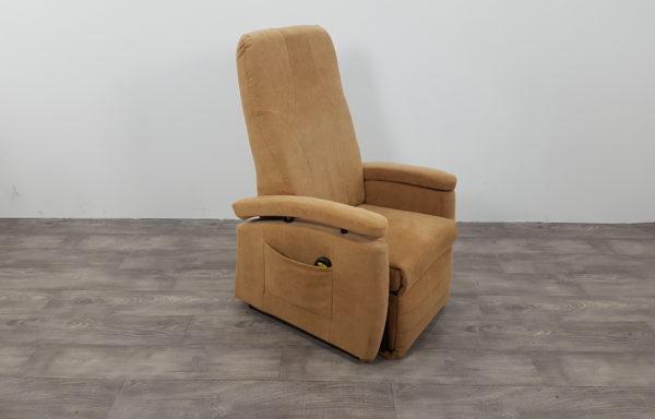 #008 – Sta-op stoel 570 zand. € 45,- per maand
