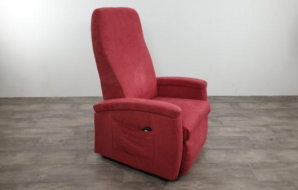 #202 – Sta-op stoel 570 donkerroze niroxx. € 45,- per maand