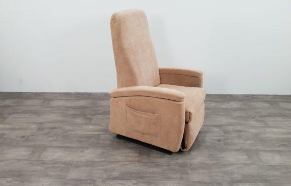 #376 – Sta-op stoel 570 beige. € 45,- per maand