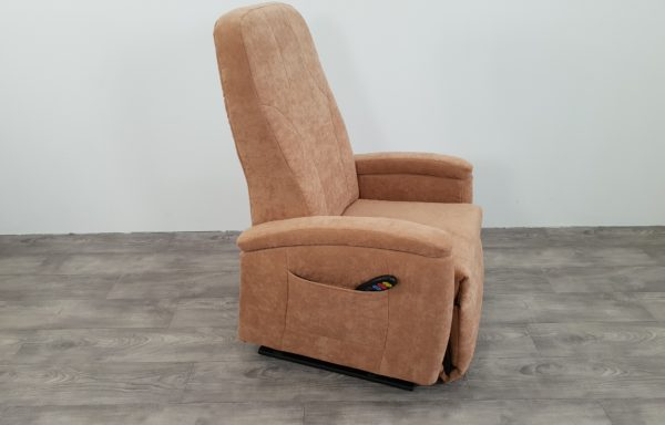 #009 – Sta-op stoel 570 zand. € 45,- per maand