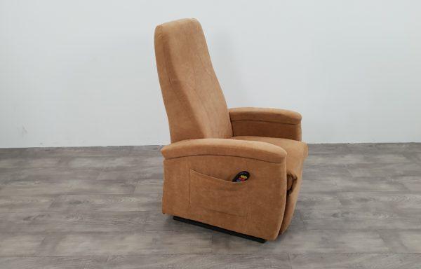 #039 – Sta-op stoel 570 zand, smal. € 45,- per maand
