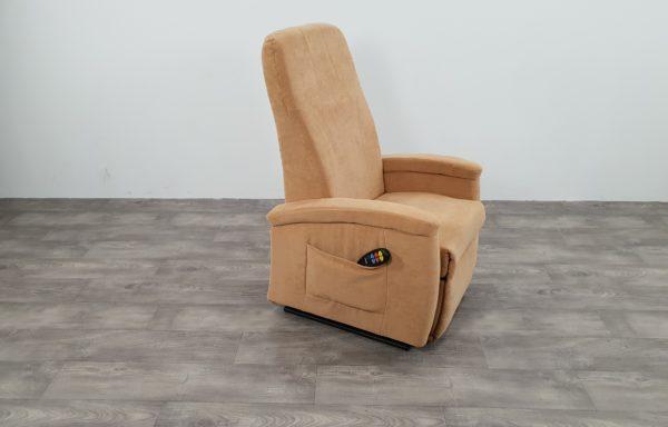 #269 – Sta-op stoel 570 beige zalm. € 45,- per maand