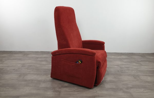 #352 – Sta-op stoel 570 rood. € 45,- per maand