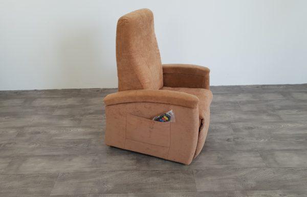 #480 – Sta-op stoel 571, 45cm zand. € 45,- per maand