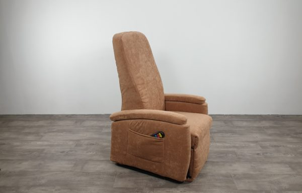 #482 – Sta-op stoel 570, 45cm zand. € 45,- per maand