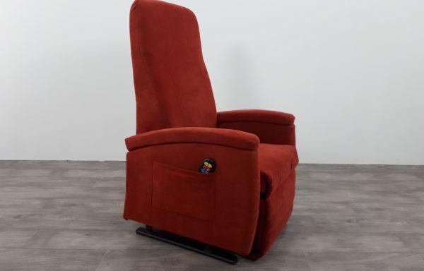 #180 – Sta-op stoel 570 rood. € 45,- per maand