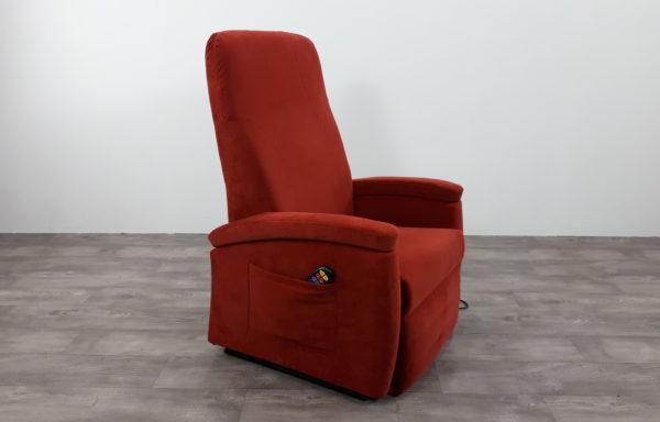 #487 – Sta-op stoel 570 rood. € 45,- per maand