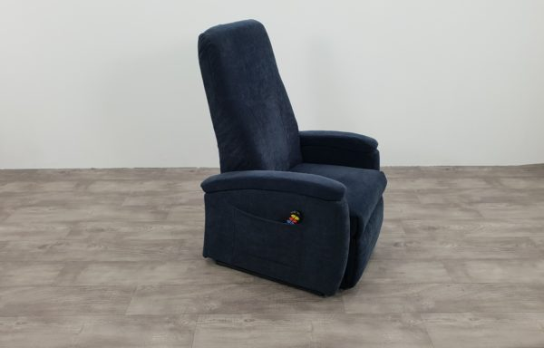 #014 – Sta-op stoel 570, 51cm. blauw. € 45,- per maand