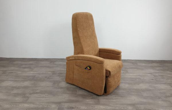 #470 – Sta-op stoel 570 zand, smal uit 2016, bekleding nieuw 2018.