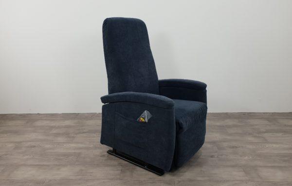 #498 – Sta-op stoel 570 blauw. € 45,- per maand