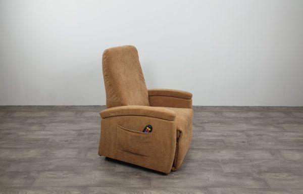 #488 – Sta-op stoel 570 zand rug 72cm. € 45,- per maand