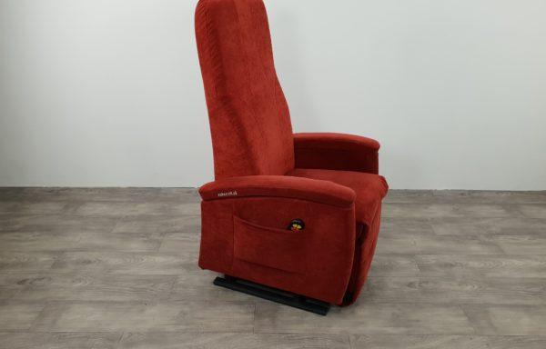 #507 – Rood extra hoge rug. € 45,- per maand