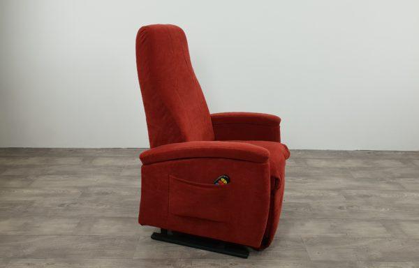 #507 – Sta-op stoel 570 rood. € 45,- per maand