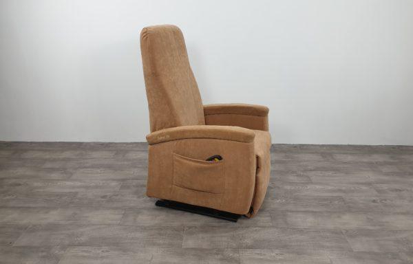 #472 Sta-op stoel 570, 45cm zand. € 45,- per maand