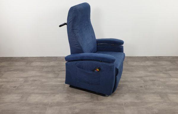 #260 – Sta-op stoel 570 blauw – met wielsysteem – niroxx € 45,- per maand