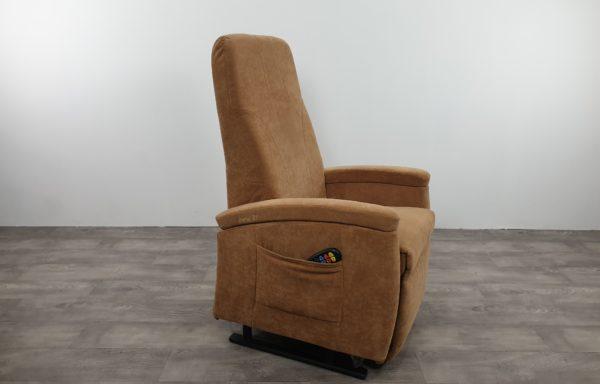 #273 – Sta-op stoel 570 zand. € 45,- per maand
