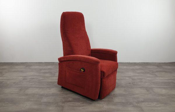 #029 – Sta-op stoel 570 rood smal. € 45,- per maand.