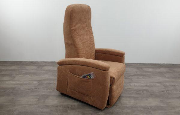 #331 Sta-op stoel 570, 45cm zand. € 45,- per maand