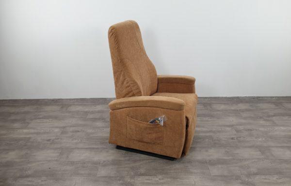 #519 – Sta-op stoel 570 zand – kuiprugleuning. € 45,- per maand