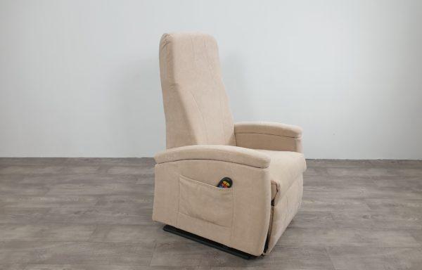 #520 – Sta-op stoel 570 beige. € 45,- per maand